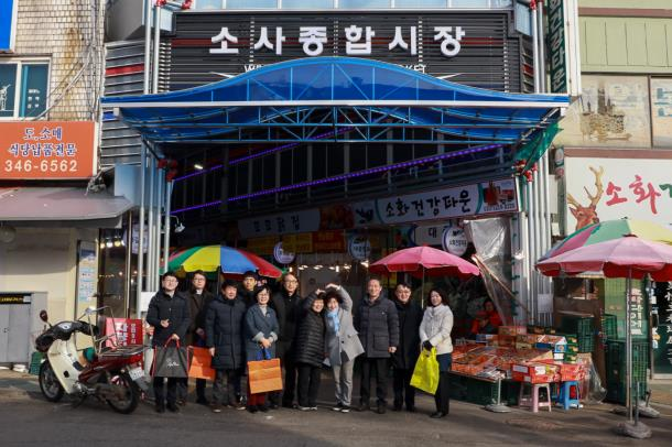 김동희 의장, 설맞이 전통시장 방문