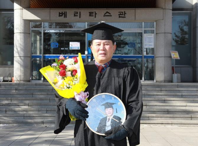 민맹호 전 부의장, 7년만에 빛나는 대학 졸업장 취득