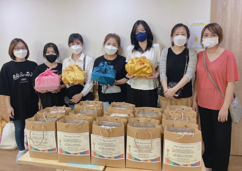 부천시다문화가족지원센터와 베트남 결혼이민자 봉사단, 추석맞이 '풍요로운 한가위 한과 나눔' 진행